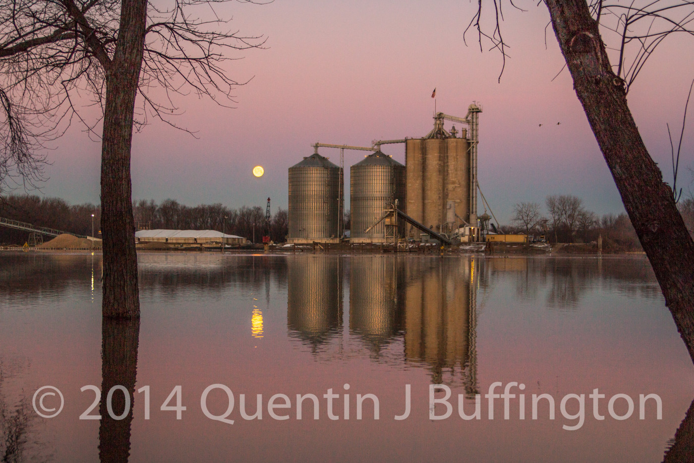 A full moon setting on the Illinois River an a crisp cloudless morning.